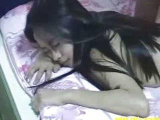 Азиат залез в постель и трахнул жену