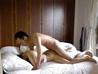 Азиатка возбуждает парня ножкой