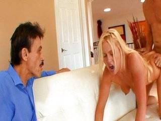 Азиатка ебёца рядом мужем