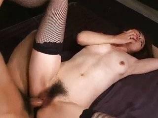Азиатка заставляет мужика лизать ножки в контакте