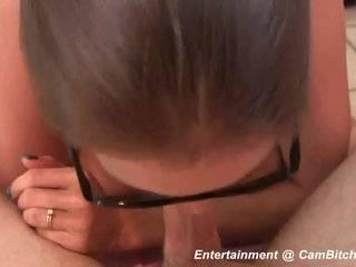 Азиатка в очках делает минет