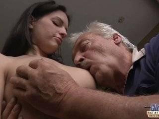 Азиатка и дедушка порно