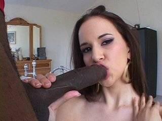 Азиатка удевлотворяет парня порно
