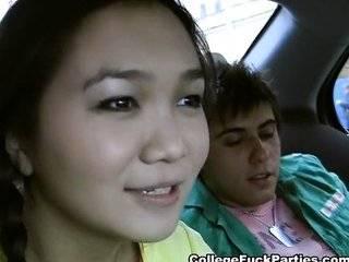 Азиат трахнул девку после того как сбил машиной