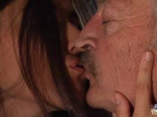 Porno video азиатки дед купает