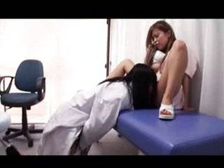 Азиатиский доктор порно