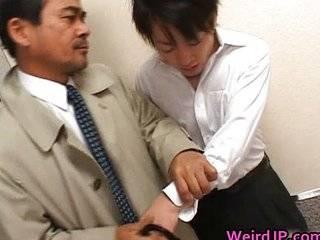 4 азиатки ебут парня в лифте